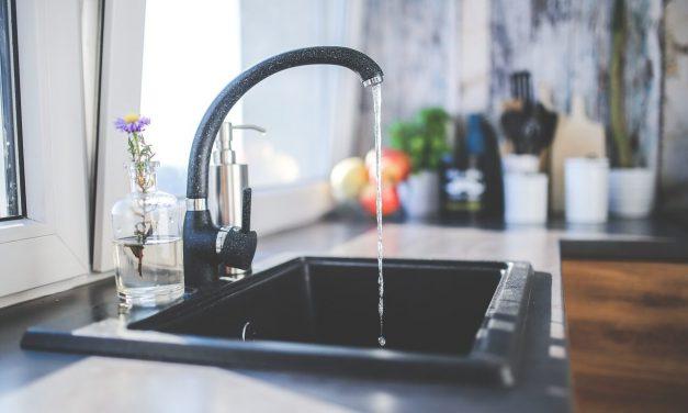 Cum se calculează consumul de apă in apartamentele contorizate și necontorizate?